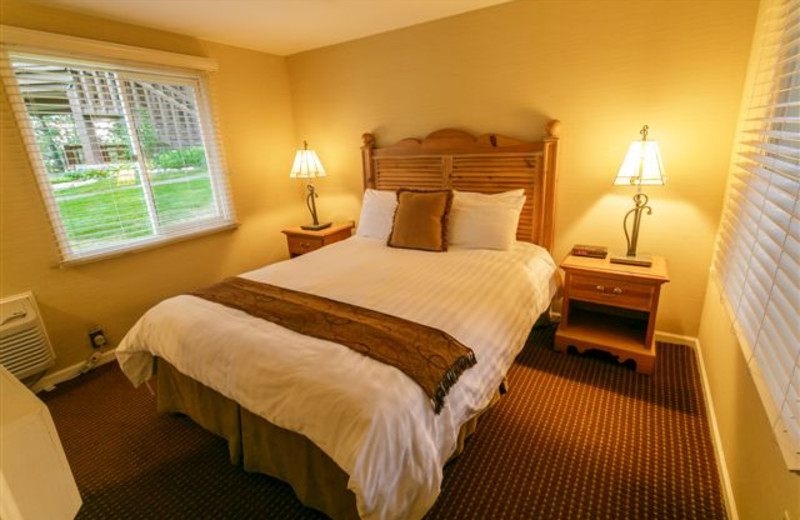 Guest bedroom at Madden's on Gull Lake.