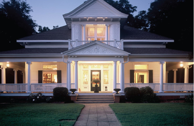 Exterior view of Chaska House Bed & Breakfast.