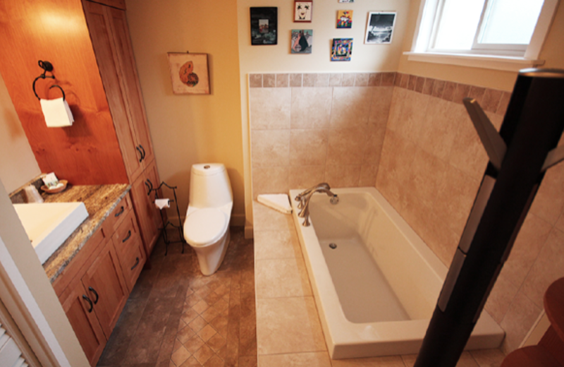 Deluxe beach front bathroom at The Shorewater Resort.