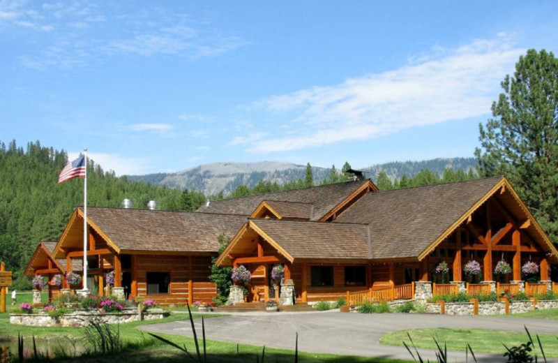 Exterior view of Mountain Springs Lodge.