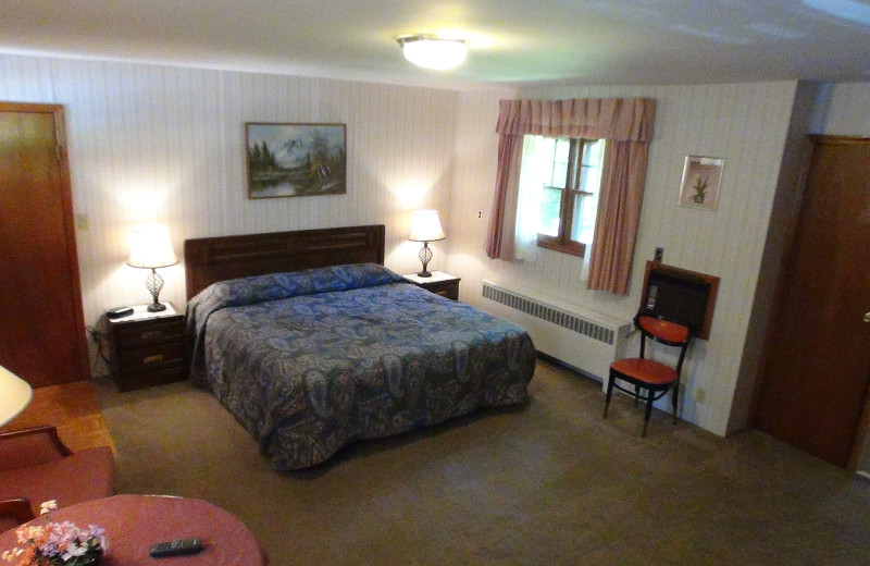 Guest bedroom at Crystal Brook Resort.