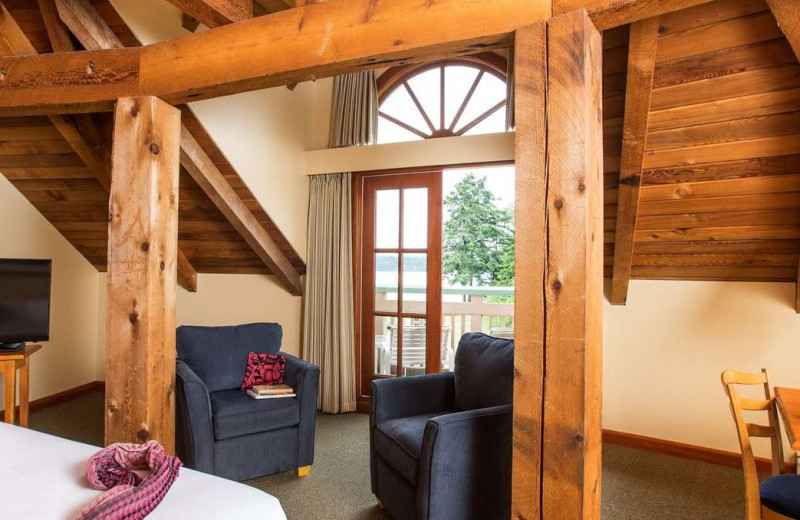 Guest bedroom at Painters Lodge.