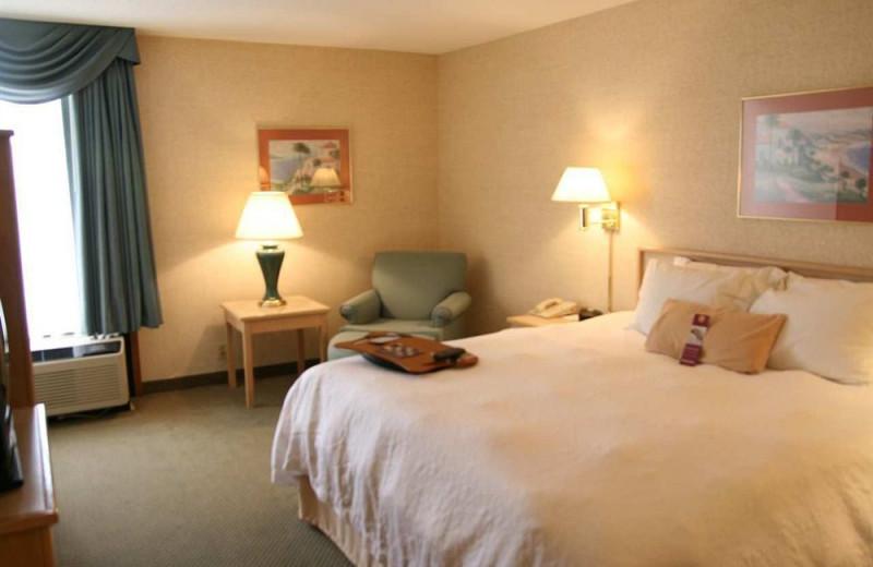 Guest room at Hampton Inn Cape Girardeau, MO.