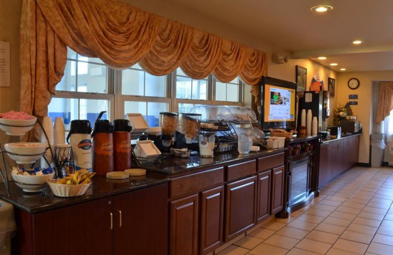 Breakfast at BridgePointe Inn & Suites.