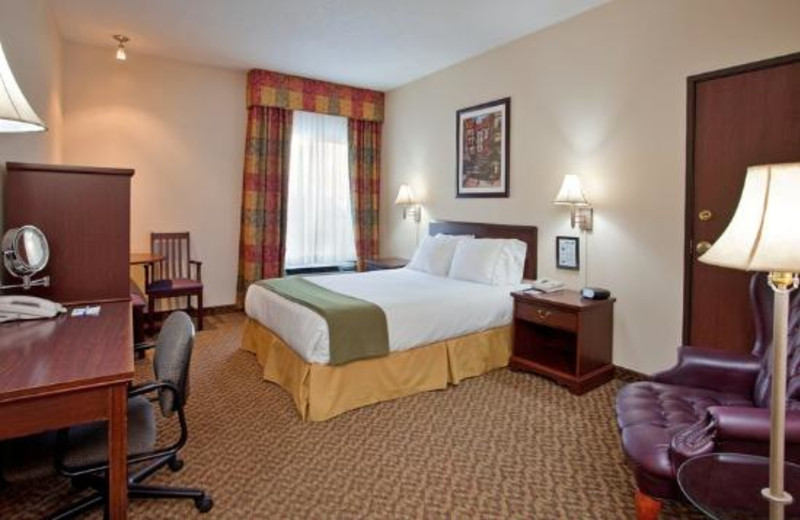 Queen guest room at Holiday Inn Express Osage Beach.