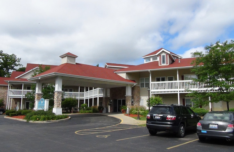 Exterior view of Delavan Lake Resort.