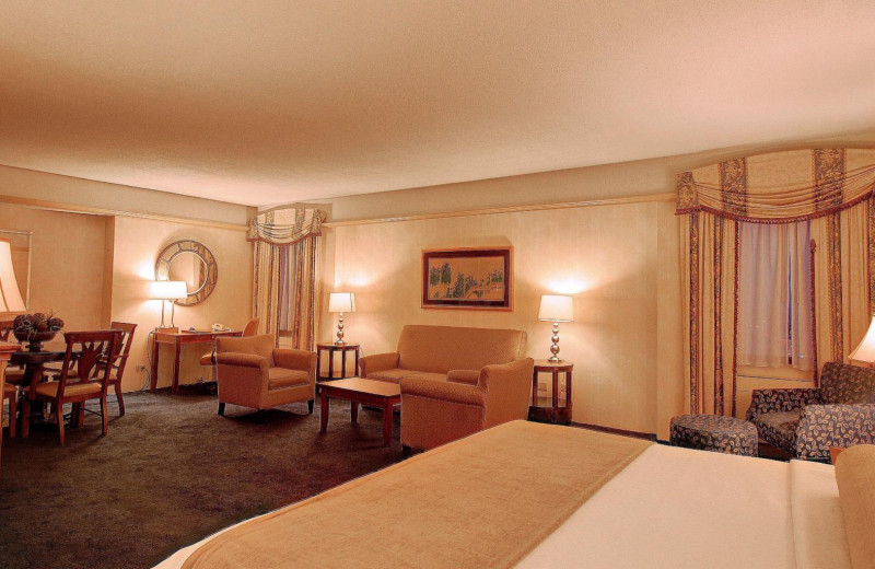 Guest room at Crowne Plaza Hotel Pittsfield – Berkshires.