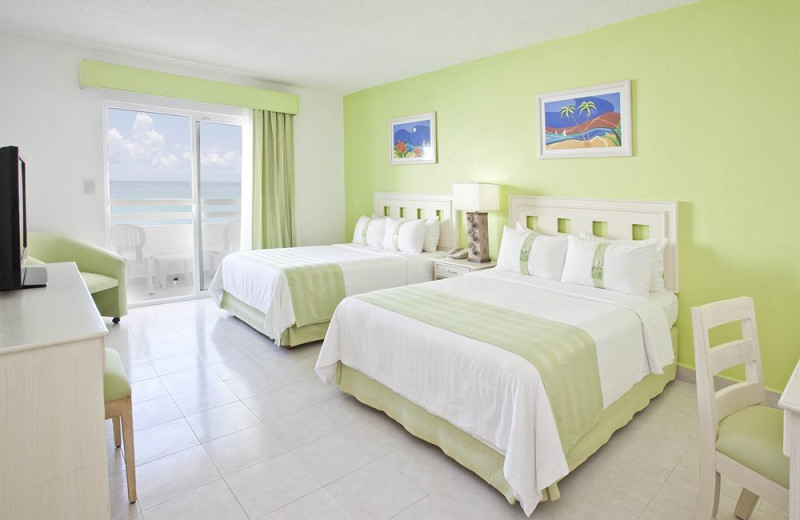 Guest room at Holiday Inn Cancun Arenas.