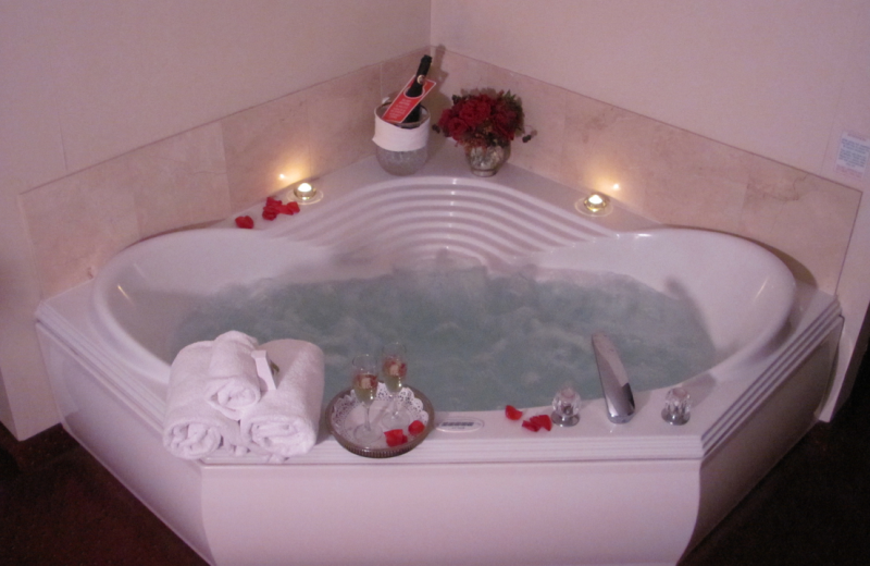 King jacuzzi at Grand Hotel & Spa.