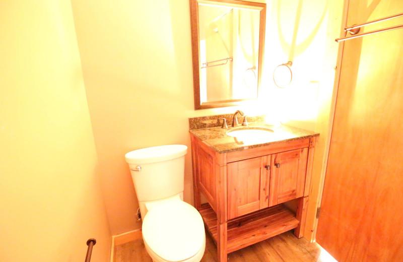 Cabin bathroom at Ruttger's Bay Lake Lodge.