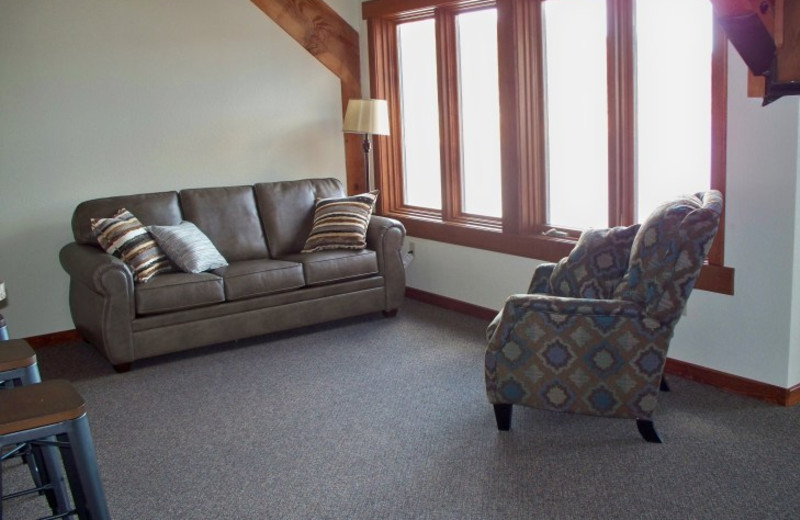 Guest siting area at Canyon Lake Resort.