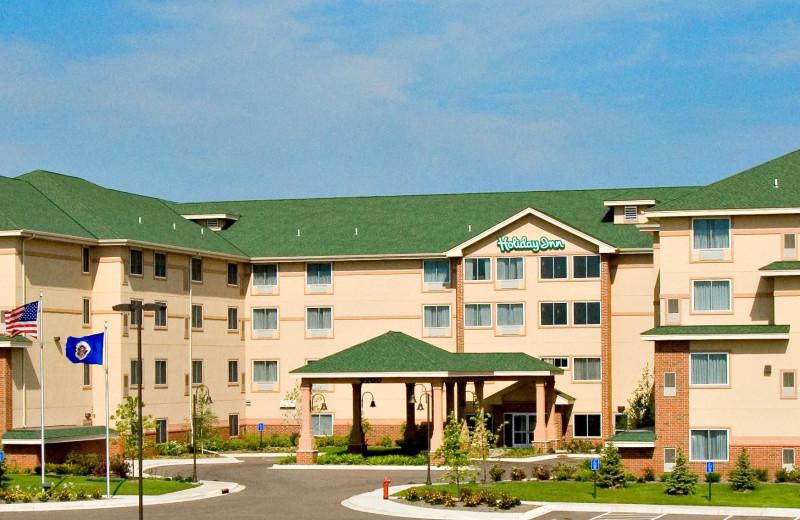 Exterior view of Holiday Inn Minneapolis.