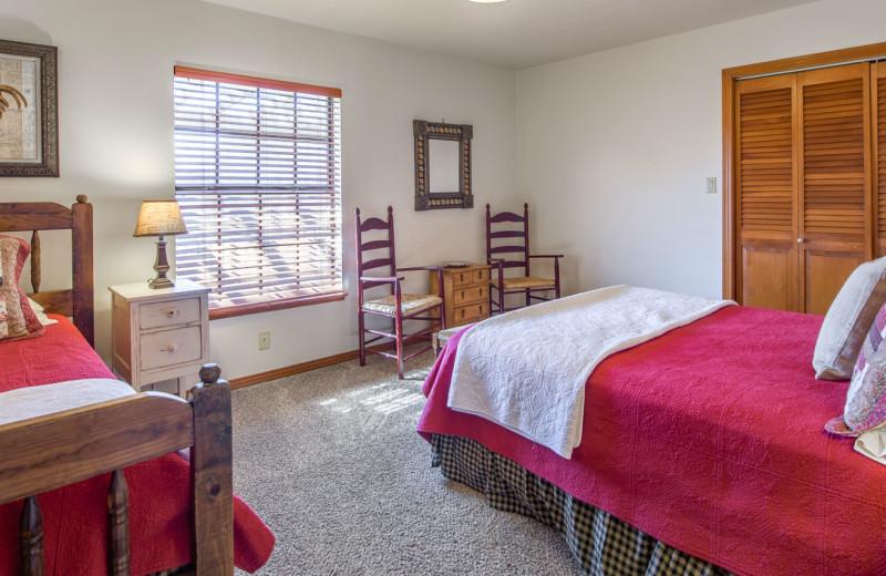 Cabin bedroom at Barons Creekside.