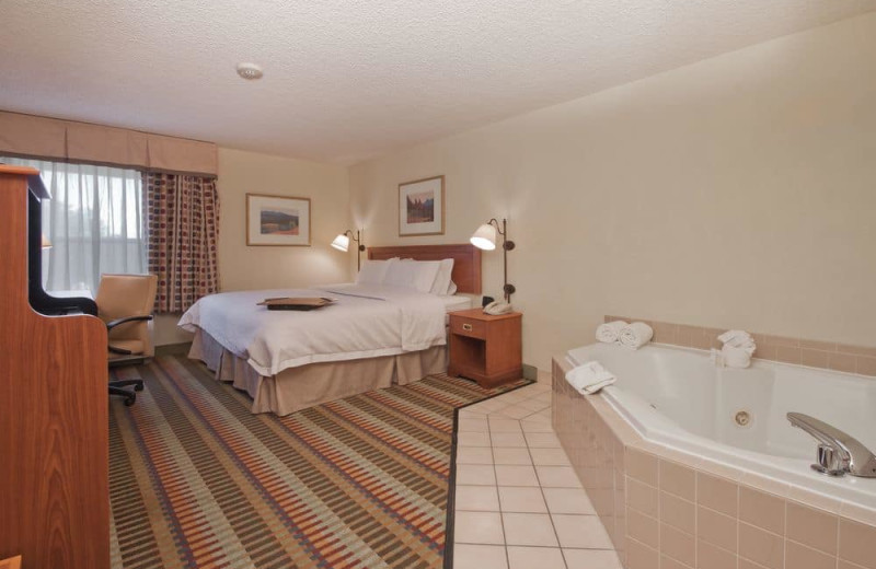 Guest room at Hampton Inn Phoenix-Chandler.