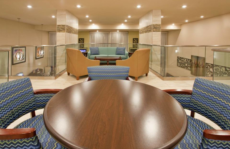 Lounge at Branson 76 Central Holiday Inn Express.