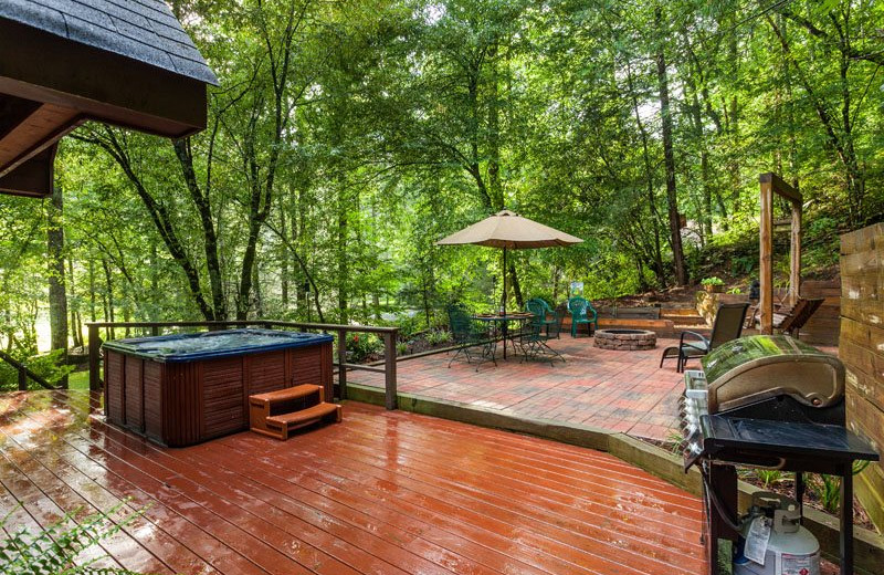 Cabin patio at Mountain Oasis Cabin Rentals.