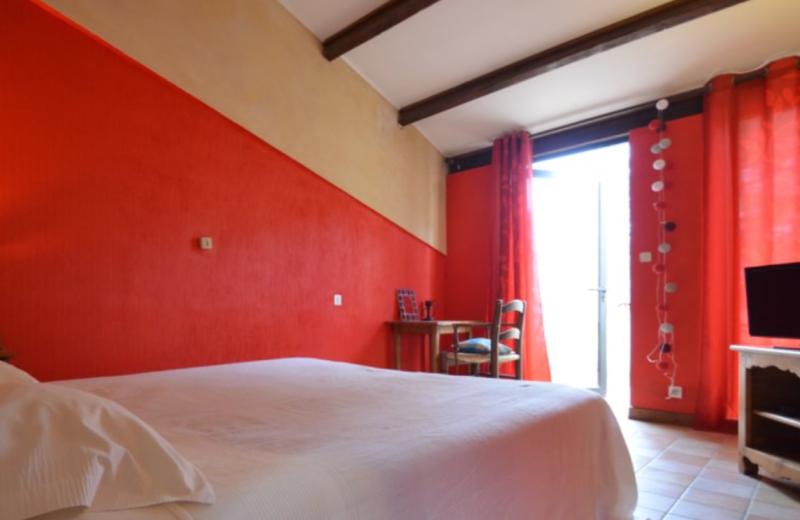 Guest room at Auberge du Vieux Village.