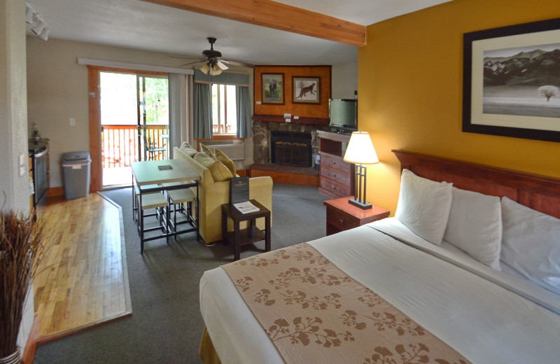 Guest room at Murphy's River Lodge.