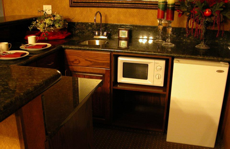 Room amenities at Rushmore Express Inn & Family Suites.