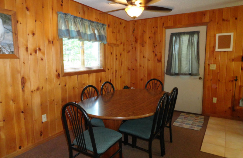 Cabin dining table at Northern Lights Lodge & Resort.  Cabin #11 Sleeps 10.
