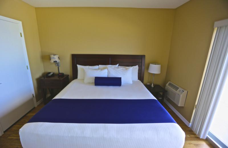 Guest bedroom at Shoreline Island Resort.