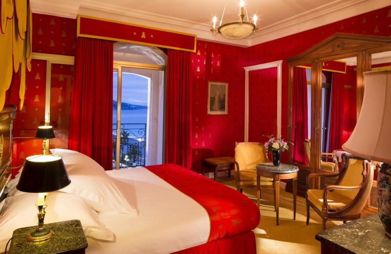 Guest room at Hôtel Negresco.