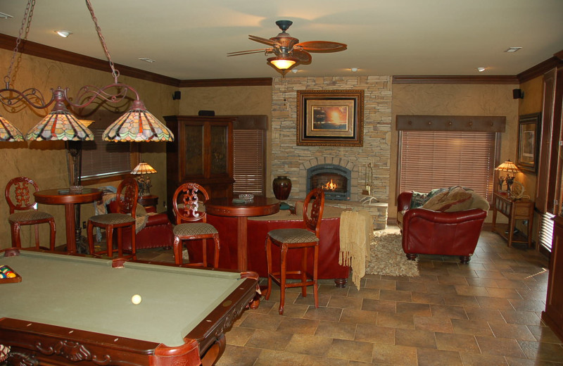 Guest living room at Deer Creek Lodge.