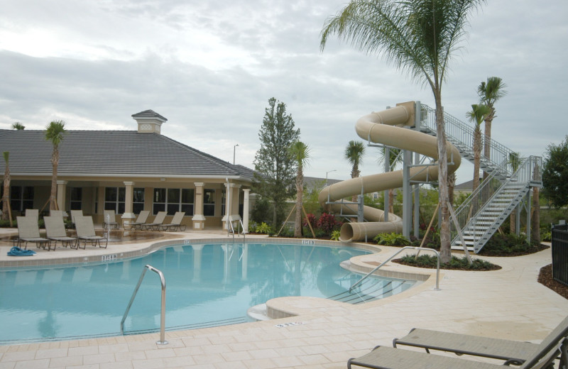 Outdoor community pool and spa at Elite Vacation Homes.
