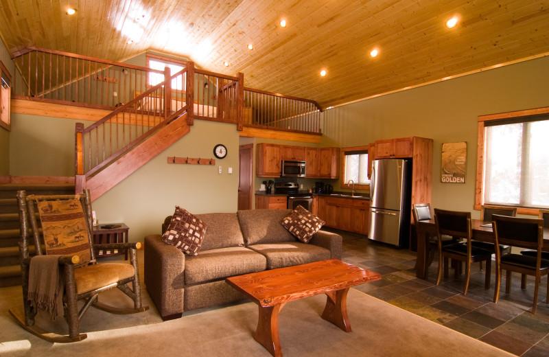 Rental living room at Cedar House Restaurant & Chalets.