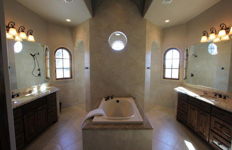 Rental bathroom at The Vineyard at Florence.