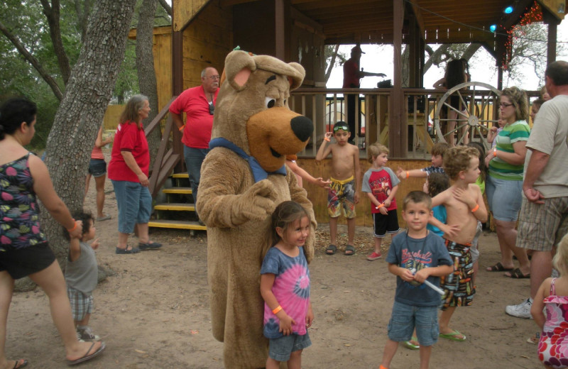 Family activities at Lone Star Jellystone.