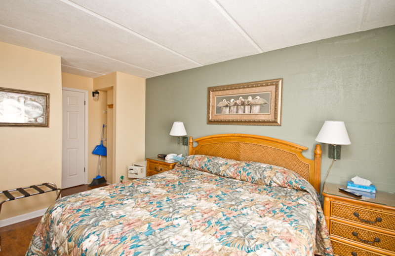 Guest bed room at Beacher's Lodge Oceanfront Suites.