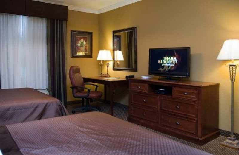 Guest bedroom at Mountain Lodge & Conference.