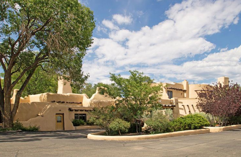Exterior View of Sagebrush Inn and Suites