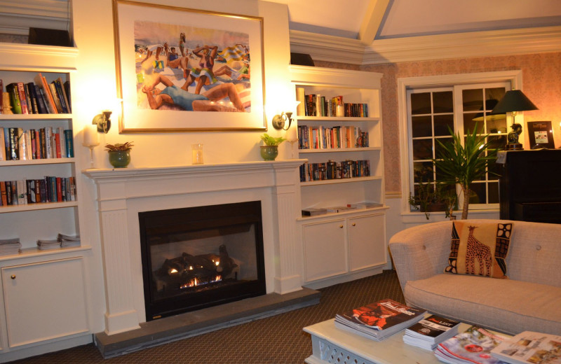 Fireplace sitting area at Southampton Inn.