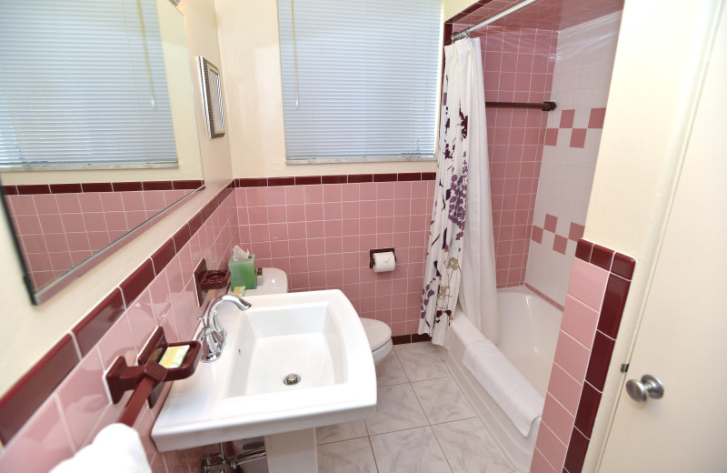 Complete bathroom - massive 5 room Two Bedroom apartment suite at Friendship Suites.
