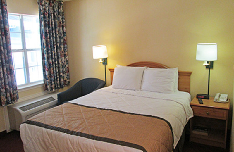 Guest room at Homestead Fort Worth - Medical Center.