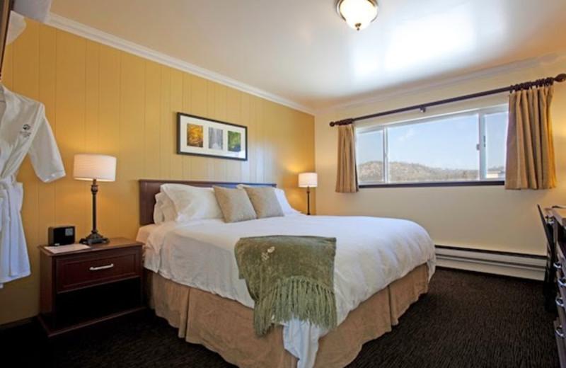 Guest room at Mammoth Creek Inn.