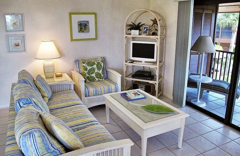 Guest room at Signal Inn Beach & Racquetball.