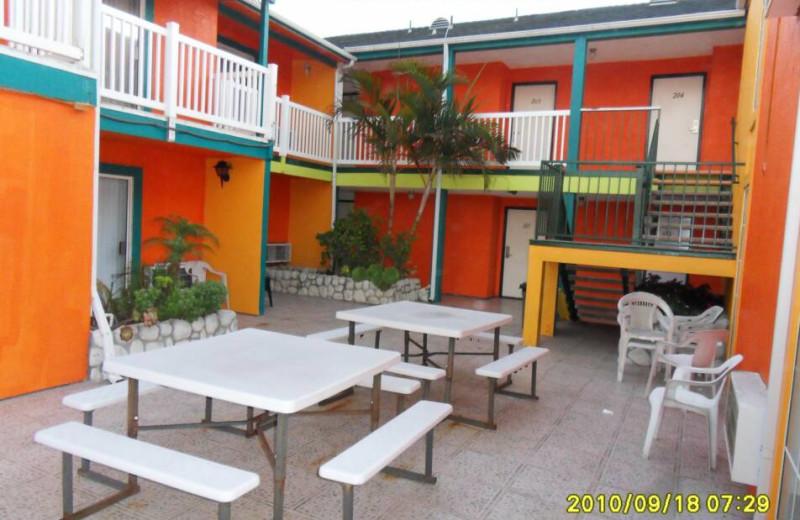 Exterior view of Sanatra Inn.