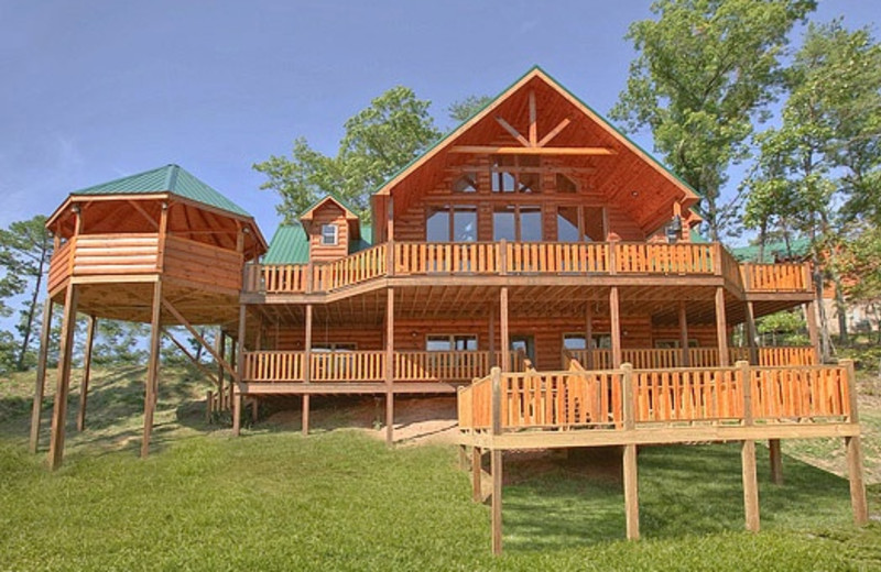 lodge pigeon tn smoky or rentals gatlinburg majestic cabins falls amazing forge luxury view resort log for intended cabin in bedroom patriot