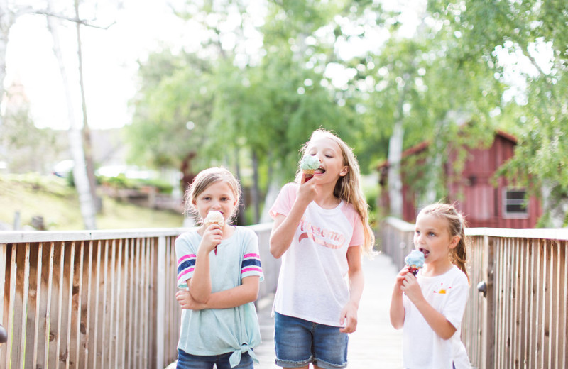 Kids eating ice cream at Madden's on Gull Lake.