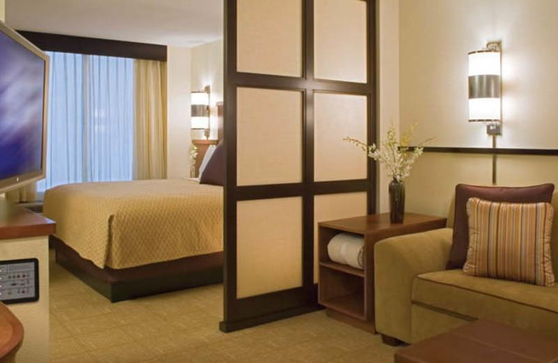Guest bedroom at Hyatt Place Austin.