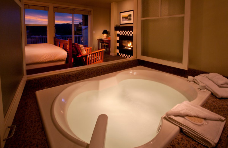 Hot tub guest room at The Resort at Port Ludlow.