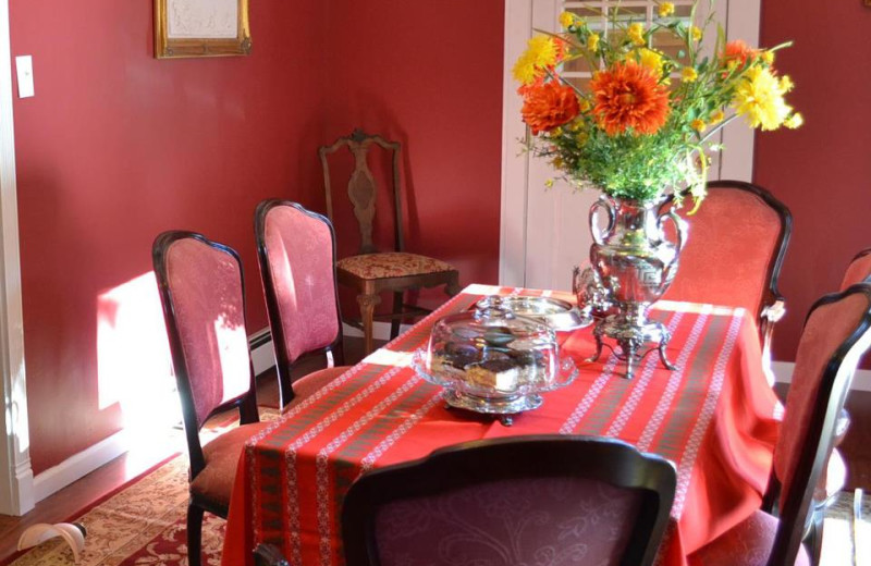 Dining area at Mountain Treasure Bed and Breakfast.