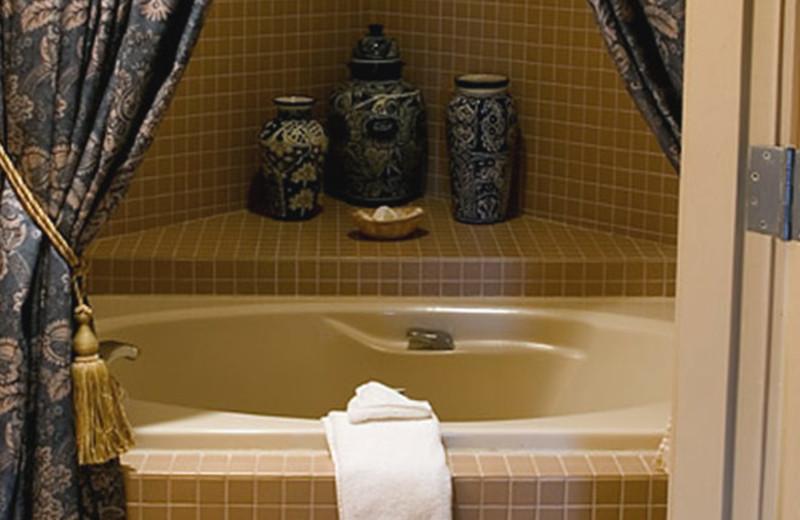 Presidential Suite Bath Tub at Esplendor Resort