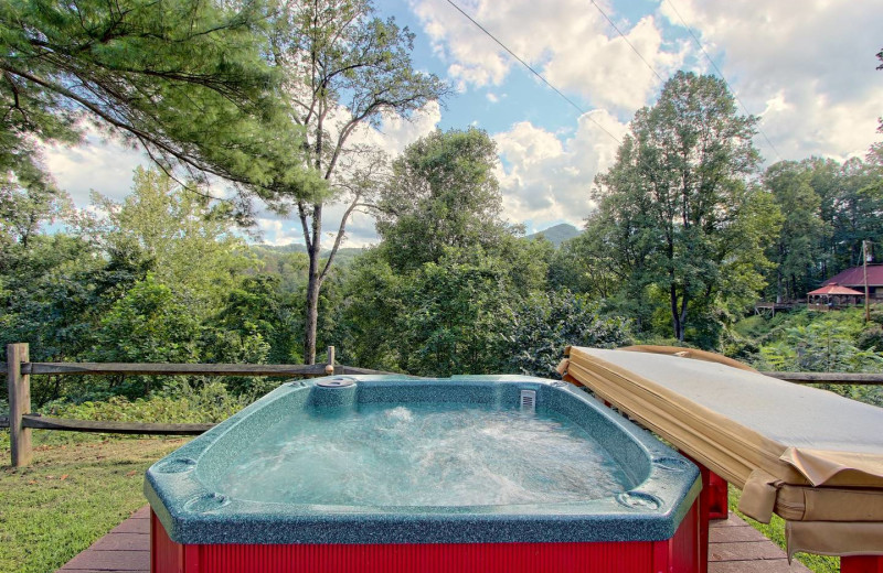 Hot tub at Sunset Farm Cabins.