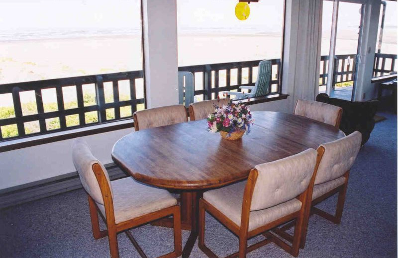 Guest dining room at Hi-Tide Ocean Beach Resort.