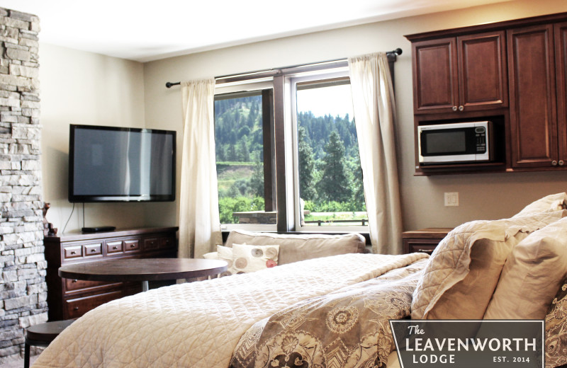 Bedroom at The Leavenworth Lodge.