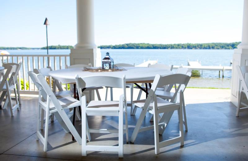 Outdoor dining at Bay Pointe Inn.